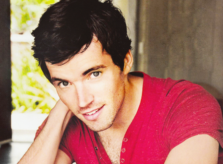 A to per to con Ian Harding